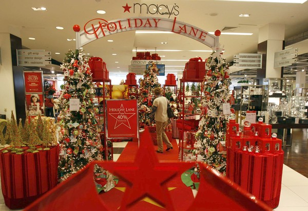 should christmas dominate winter decorations at heritage - Macys Christmas Decorations