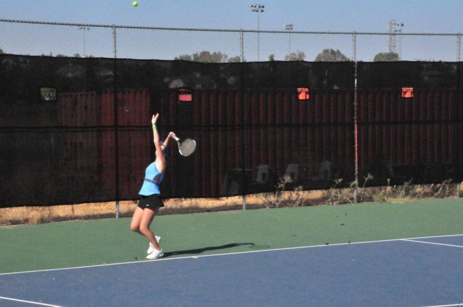 Girls+Tennis+Bounces+Into+Season