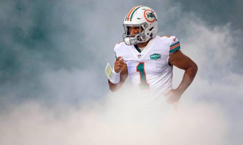 Miami Dolphins quarterback Tua Tagovailoa (1) heads onto the field at Hard Rock Stadium in Miami Gardens, November 15, 2020.  (ALLEN EYESTONE / THE PALM BEACH POST)